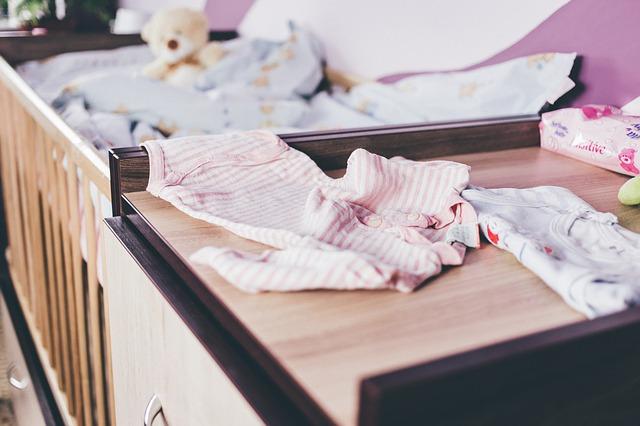 Wieszaki do pokoju dziecięcego pomogą w utrzymaniu porządku